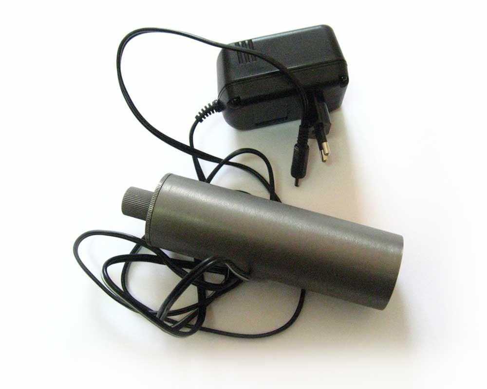 Отличный вариант для ночной и дневной подводной охоты...  Для зарядки батареи, фонарь разбирать не нужно.